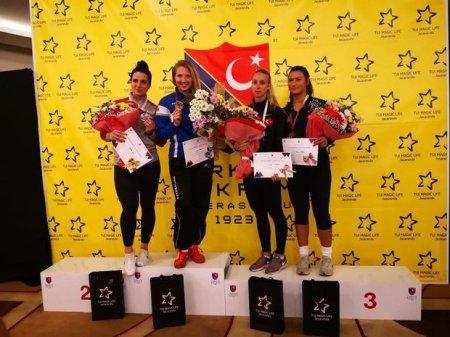Qadın qılıncoynadanımız beynəlxalq turnirdə qalib olub